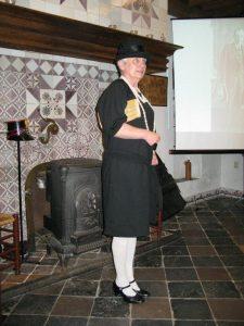 Anna van Prooijen Schenk met kleding uit de jaren 20